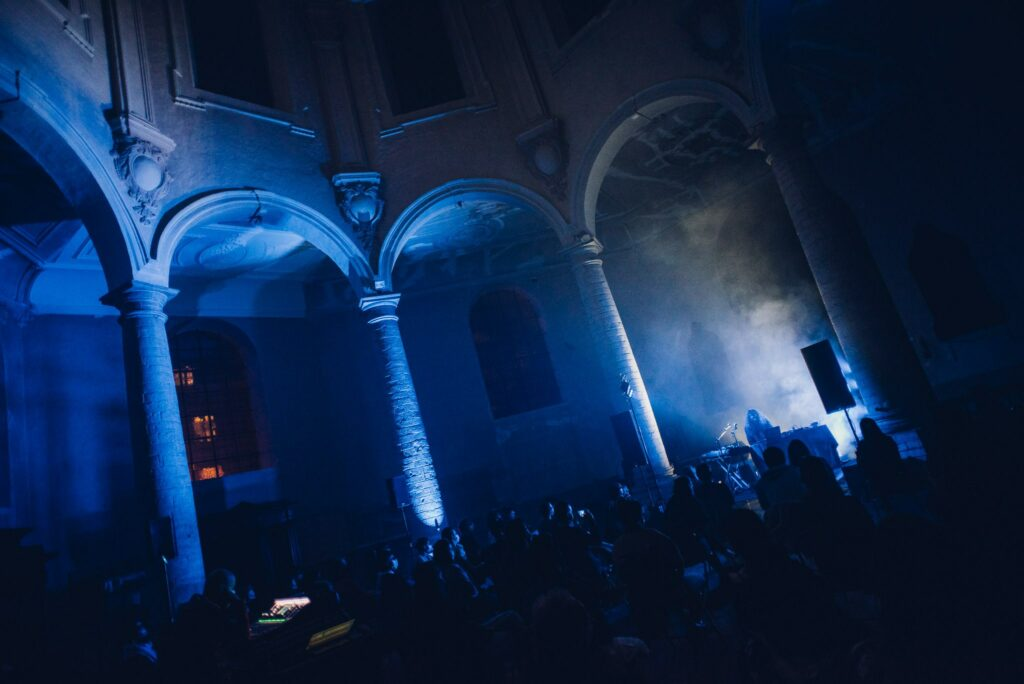 Azertyklavierwerke @ KADOC (Weerklank): Knotsgekke elektronica in een wondermooie kapel
