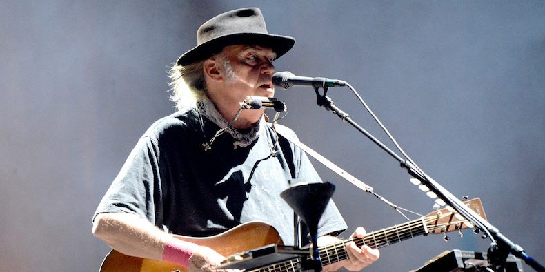 "Nieuwe single Neil Young – ""Peace Trail"""