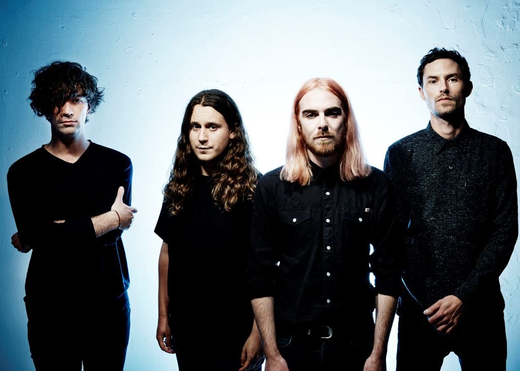 "Nieuwe single Pulled Apart By Horses – ""The Big What If"""