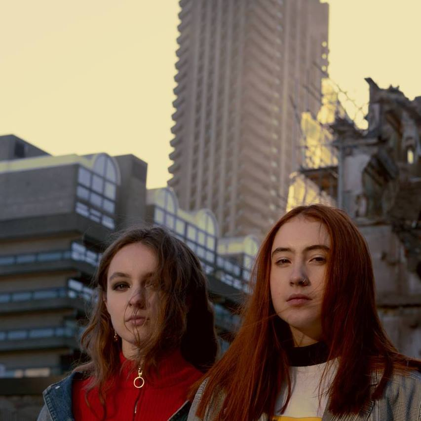 "Nieuwe single Let's Eat Grandma – ""Falling Into Me"""