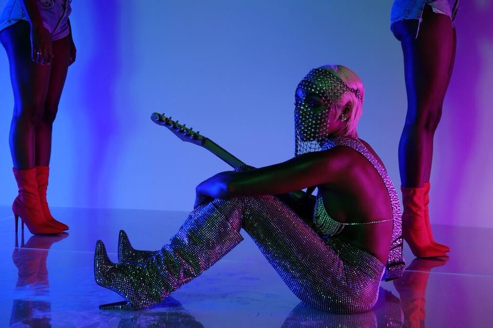 "Nieuwe single Janelle Monáe feat. Grimes – ""PYNK"""