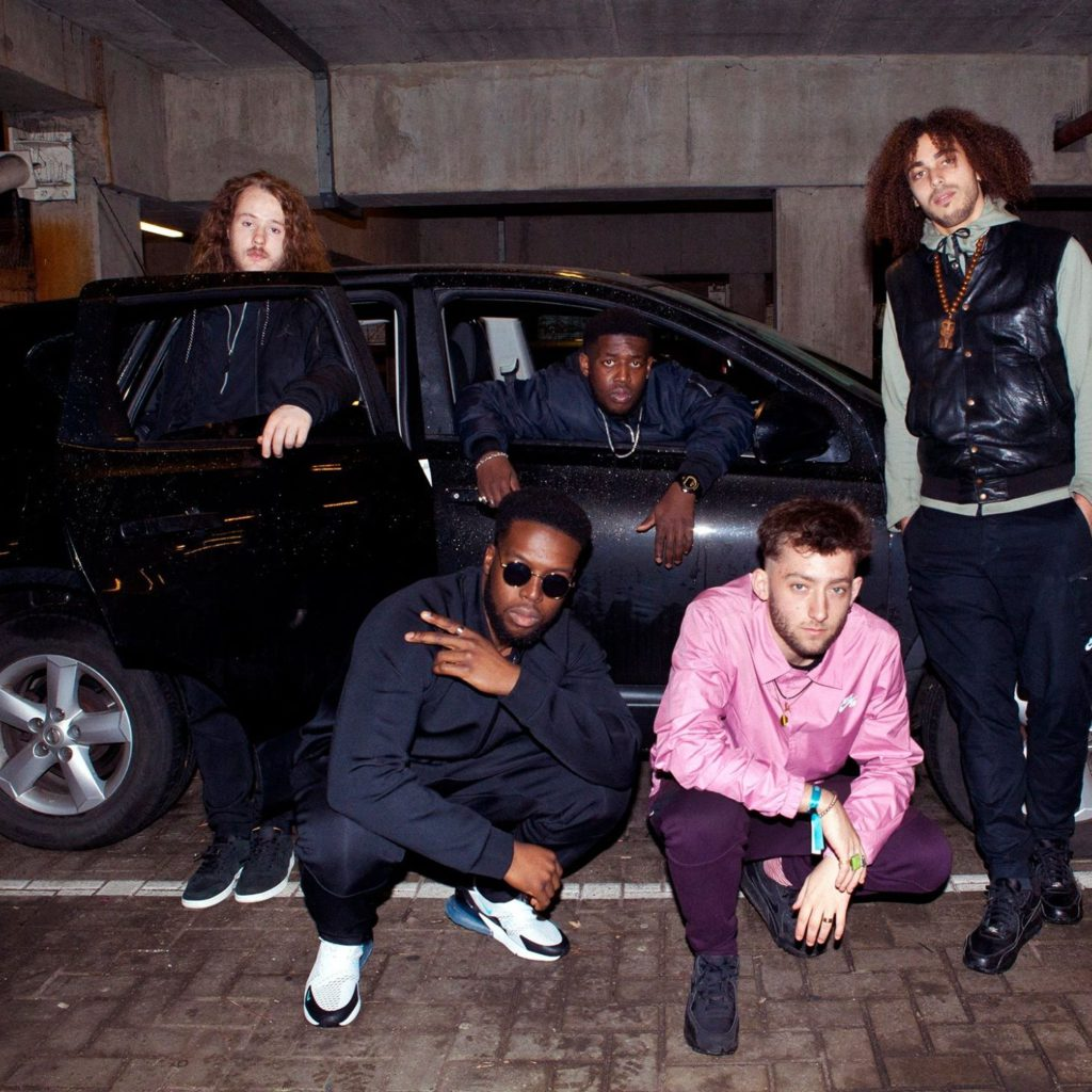 "Nieuwe single Ezra Collective ft. Loyle Carner – ""What Am I To Do"""