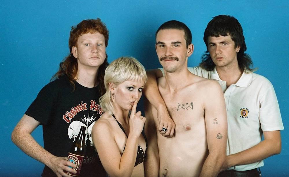 "Nieuwe single Amyl and the Sniffers – ""Gacked on Anger"""