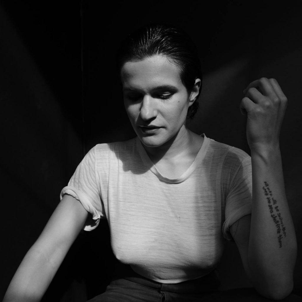 """Nieuwe single Adrianne Lenker – """"symbol"""""""