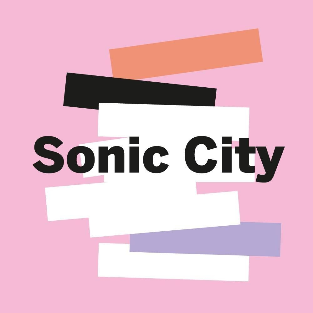 Sonic City Dag 2: Courtney kleurt Kortrijk knalroze