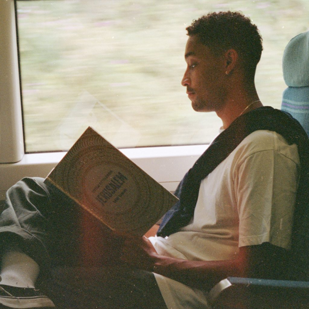 "Nieuwe single Loyle Carner & Jorja Smith – ""Loose Ends"""