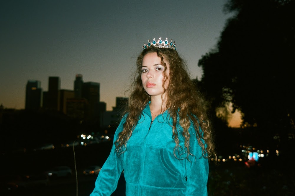 "Nieuwe single Nilüfer Yanya — ""Heavyweight Champion of the Year"""