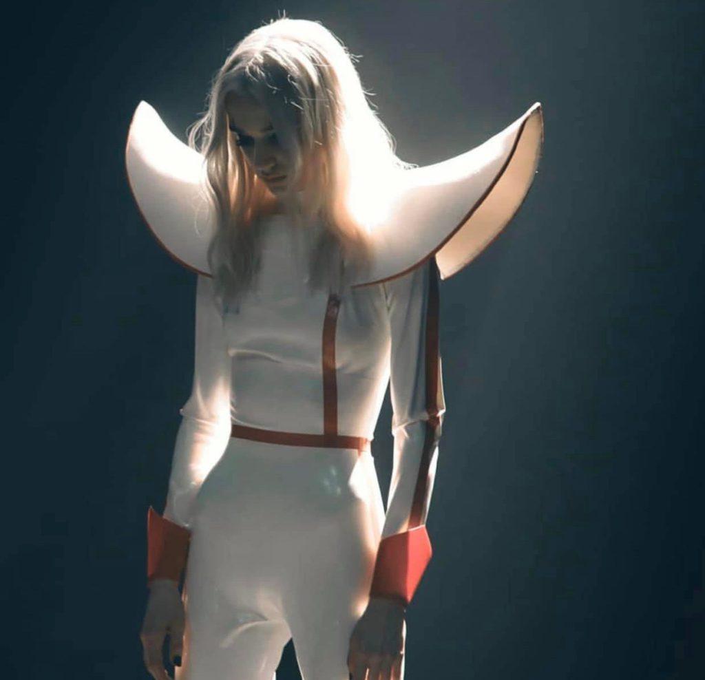 """Nieuwe single Poppy – """"BLOODMONEY"""""""