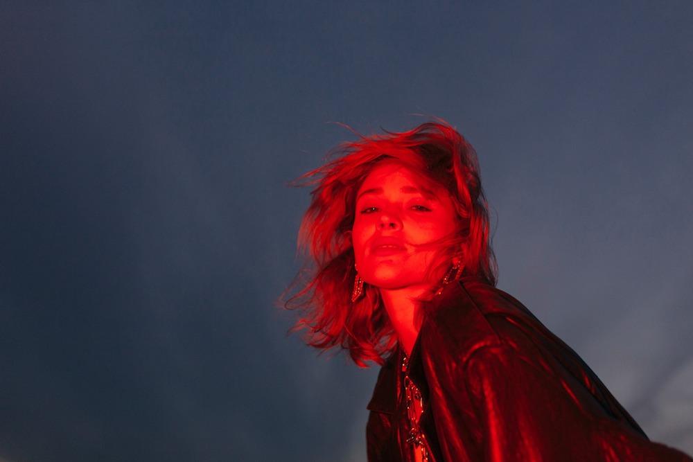 "Nieuwe single Lolo Zouaï – ""Money Diamonds Roses"""