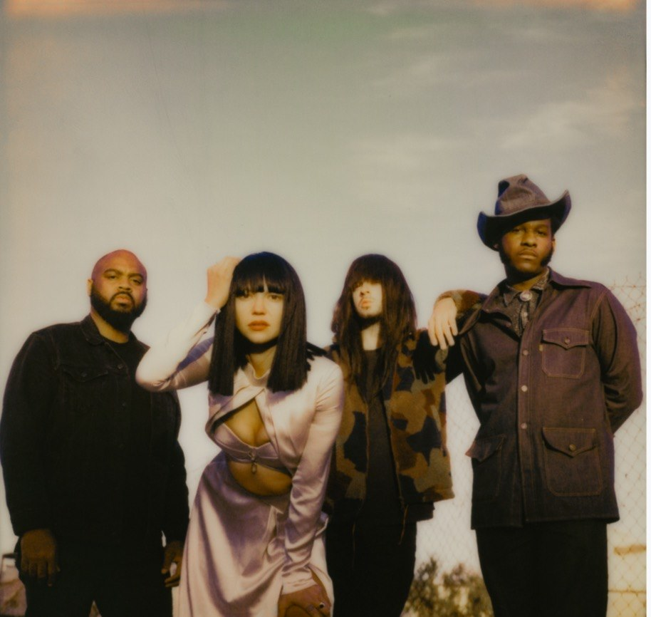 "Nieuwe single Khruangbin & Leon Bridges – ""C-Side"""
