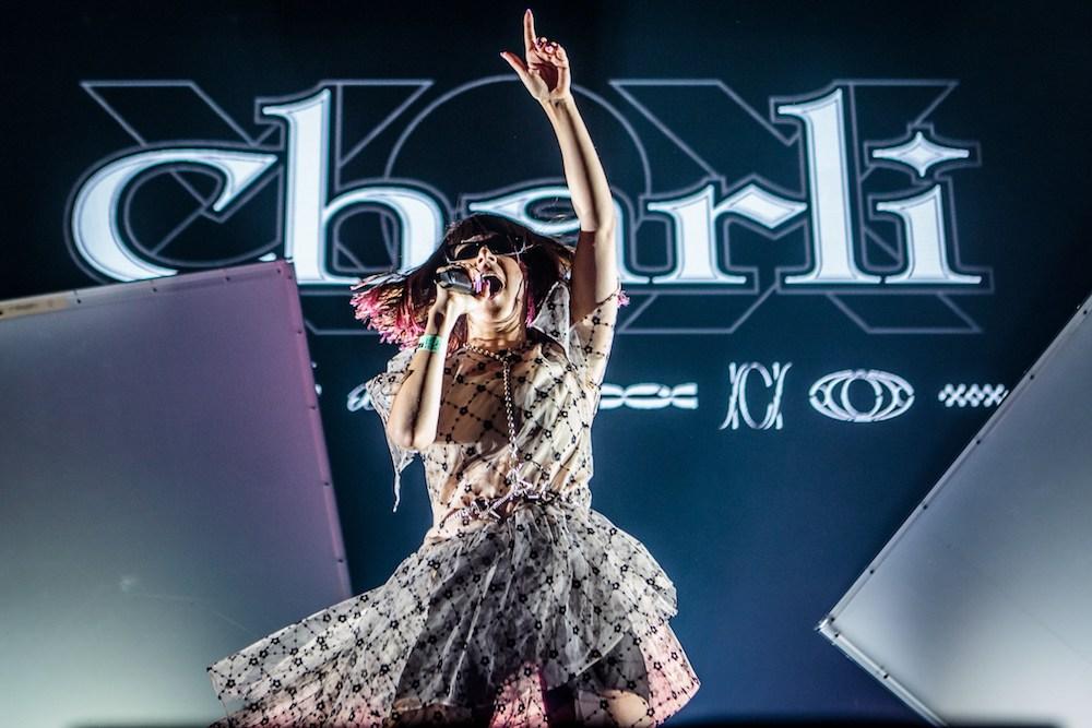 """Nieuwe single Charli XCX – """"i finally understand"""""""