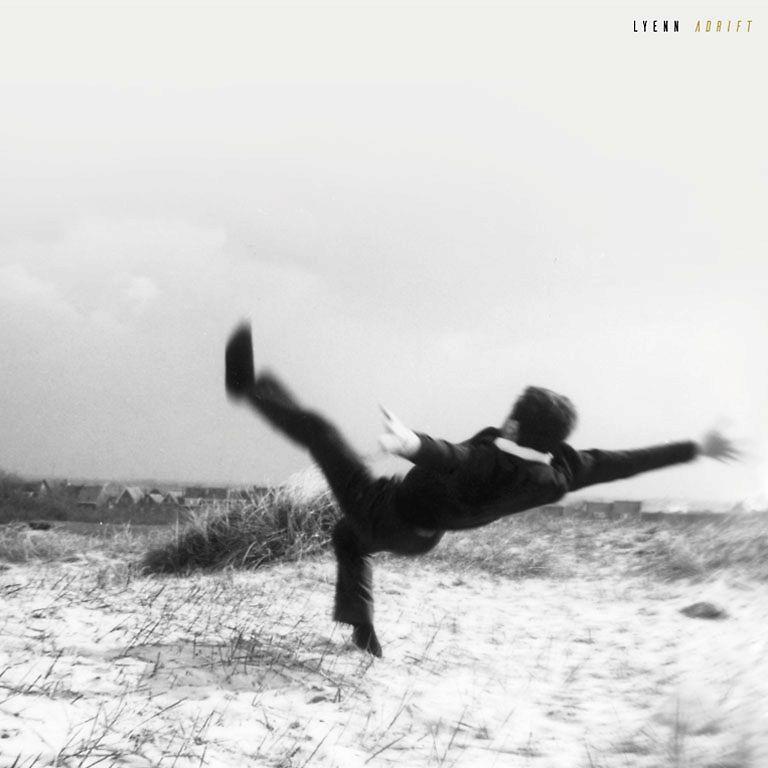 Lyenn – Adrift (★★★★): Terugkerende klanken en IJslandse vulkaankraters