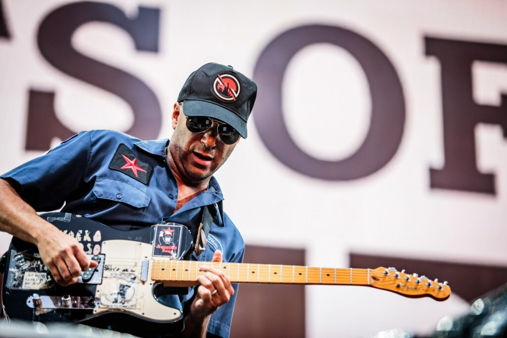 """Nieuwe single Tom Morello – """"Stand Up"""" feat. Shea Diamond, Dan Reynolds & The Bloody Beetroots"""