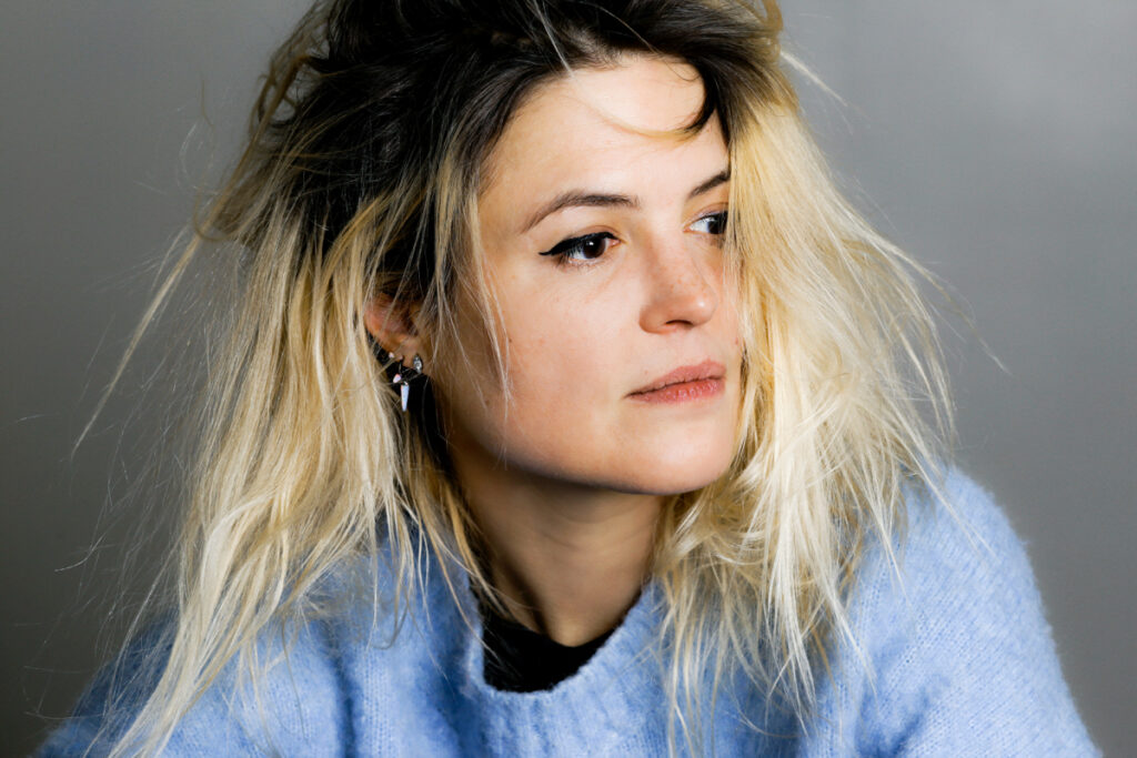 "Debuutsingle Alison Mosshart – ""Rise"""