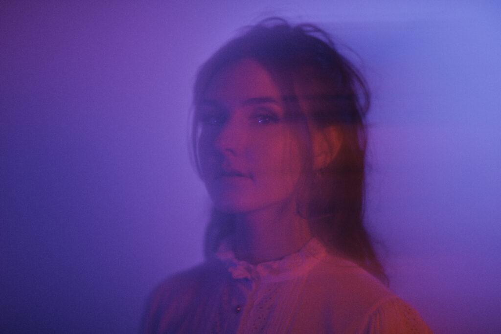"Debuutsingle Anna Sylvia – ""In The Dark"""