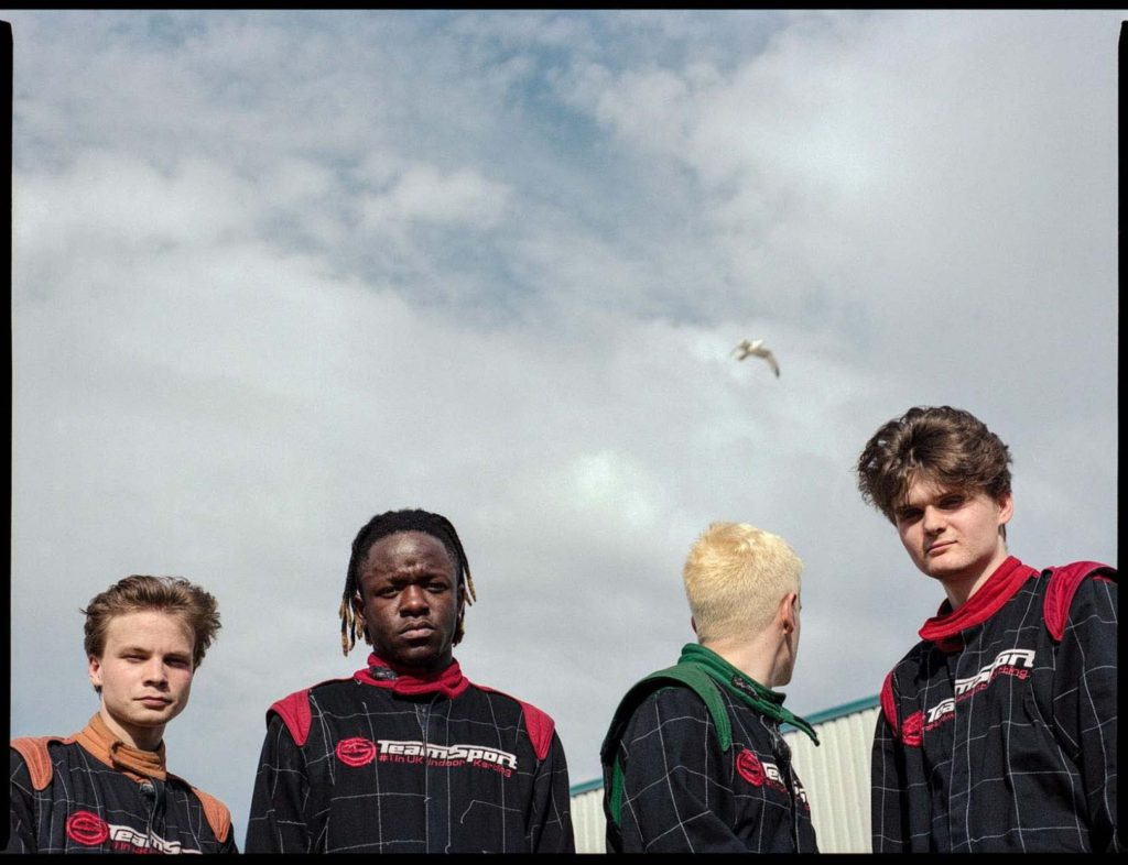 "Nieuwe single black midi – ""7-eleven"""