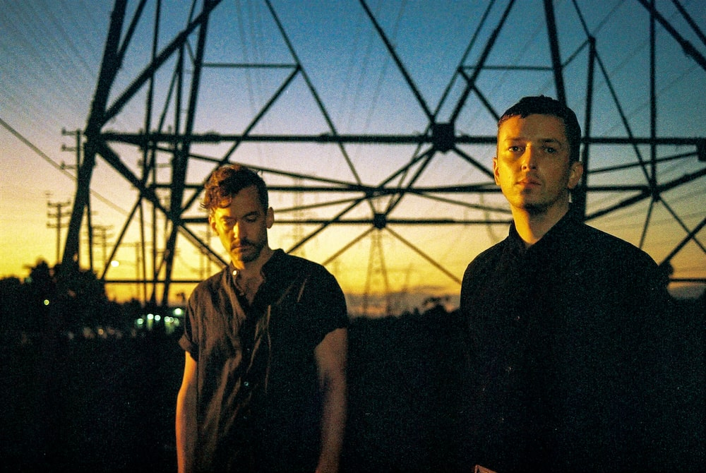 "Nieuwe single Bonobo & Totally Enormous Extinct Dinosaurs – ""Heartbreak"""