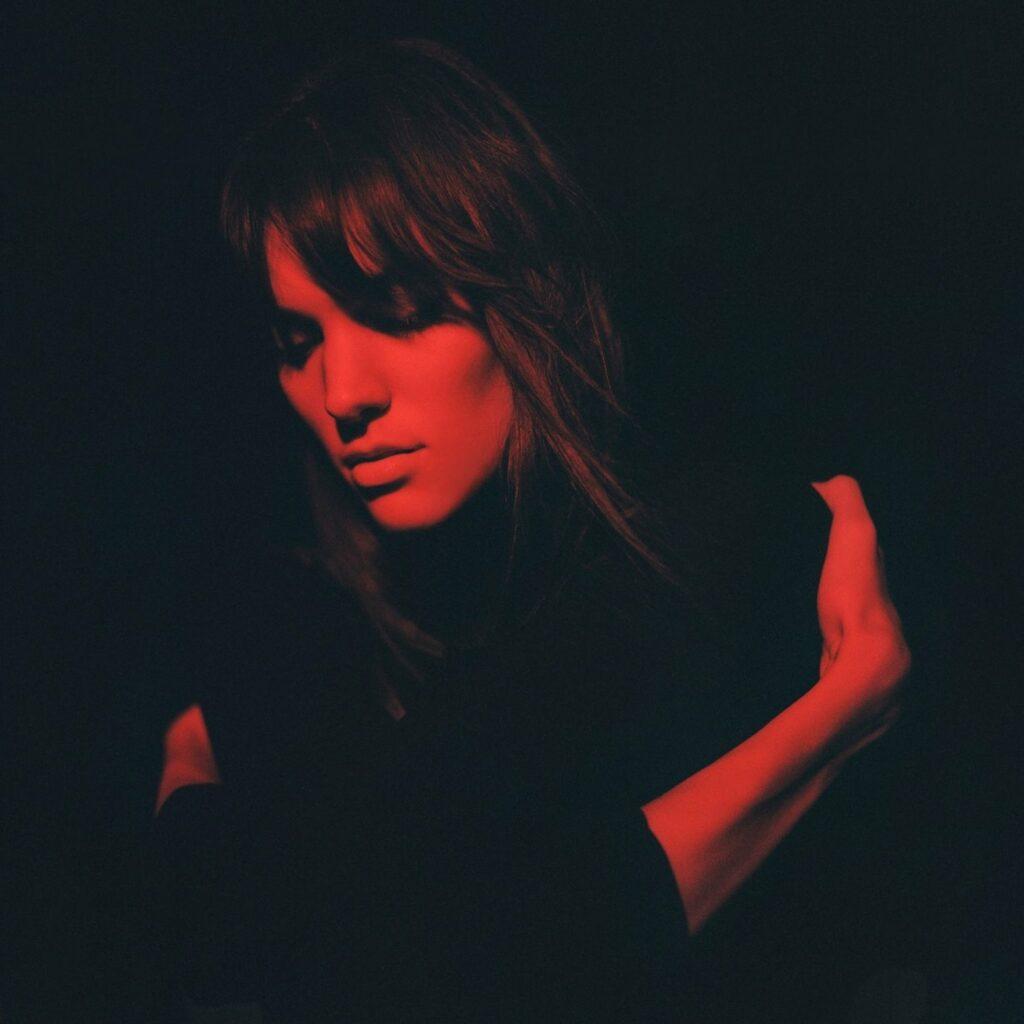 """Nieuwe single Charlotte Cardin – """"Passive Aggressive"""""""