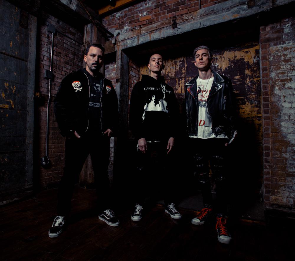 "Nieuwe single Dub Trio ft. Troy Sanders – ""Fought The Line"""