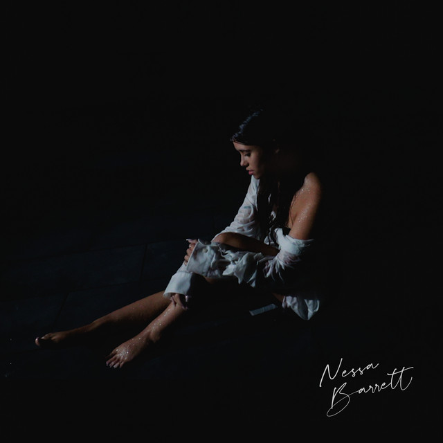 "Debuutsingle Nessa Barrett – ""Pain"""
