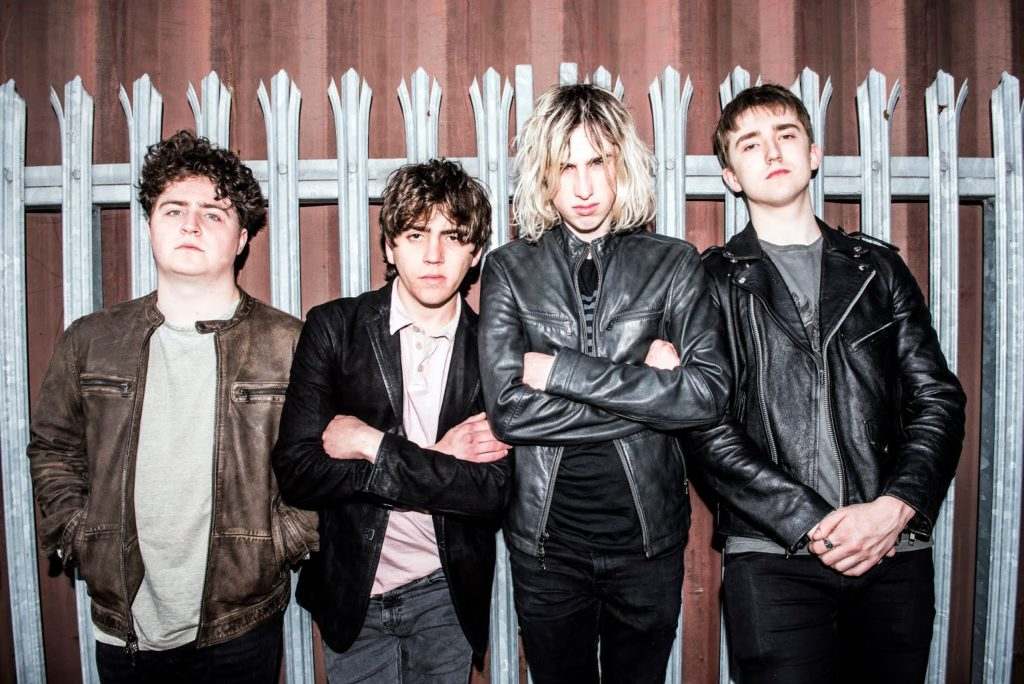 "Nieuwe single Pretty Vicious – ""Are You Entertained?"""