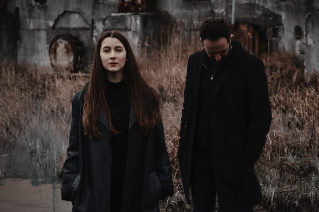 "Première: Nieuwe singles RAVVEL + POLTROCK – ""Stay"" / ""Leave"""