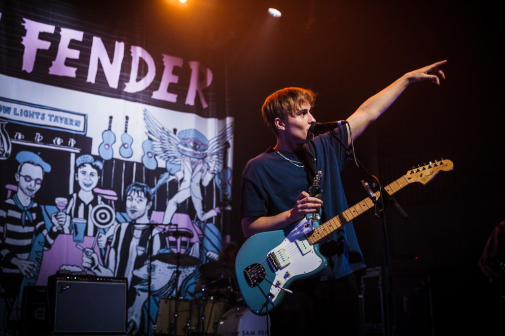 "Nieuwe single Sam Fender – ""Hold Out"""