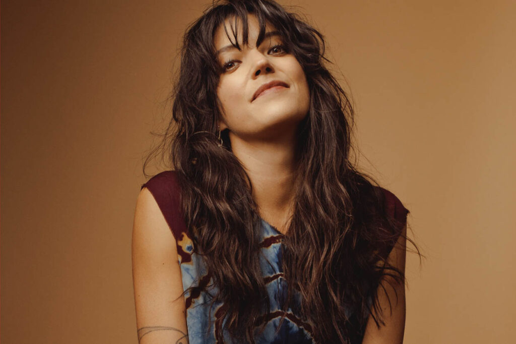 "Nieuwe single Sharon Van Etten – ""Staring at a Mountain"""