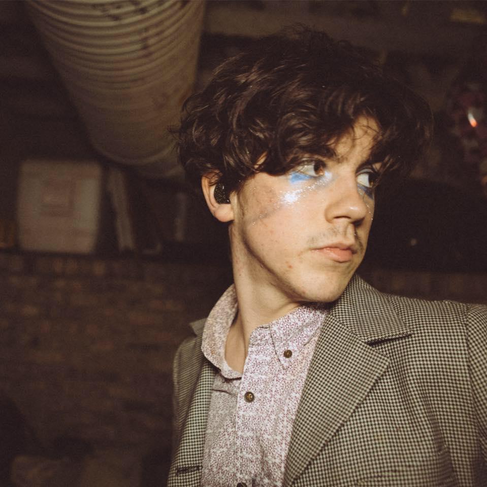 """Nieuwe single Declan McKenna – """"Beautiful Faces"""""""