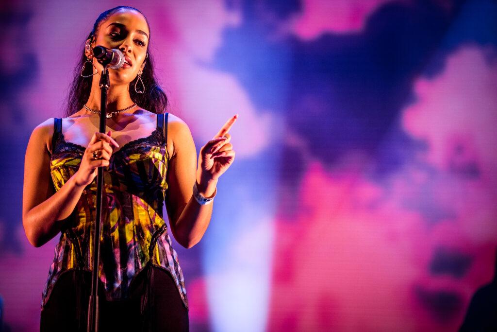 """Nieuwe single Jorja Smith – """"Come Over"""" (feat. Popcaan)"""