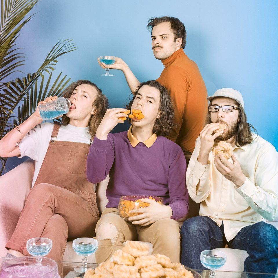 "Nieuwe single Peach Pit – ""Black Licorice"""