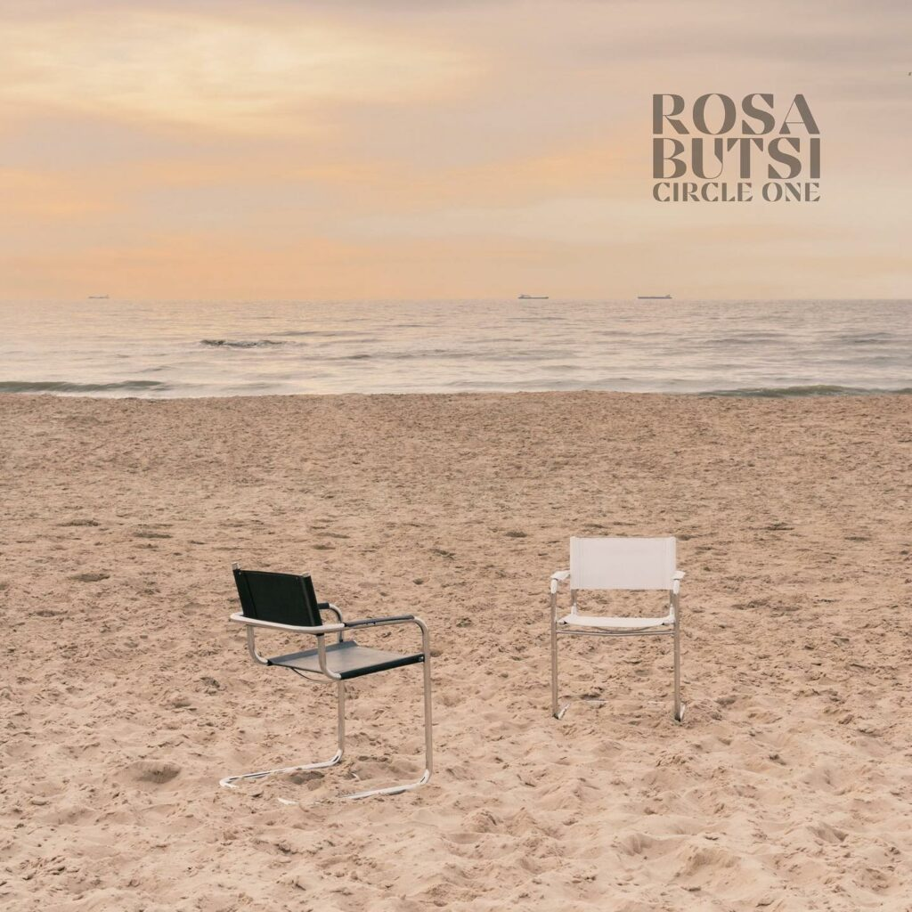 Rosa Butsi – Circle One (★★★★): Schitteren in eenvoud