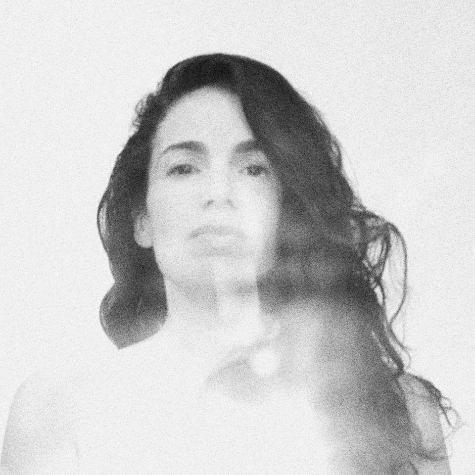 Yael Naim – nightsongs (★★★): Fluistersongs in het donker